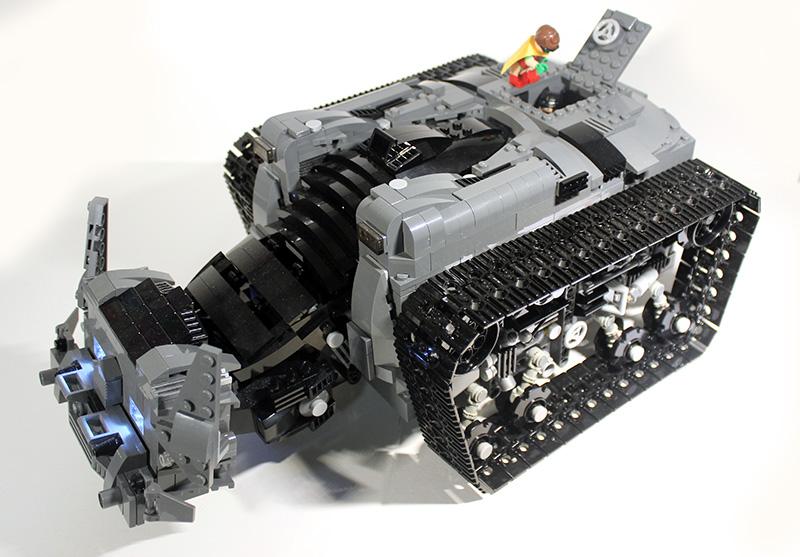 Bat-Tank_04.jpg