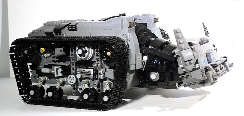 Bat-Tank_06.jpg