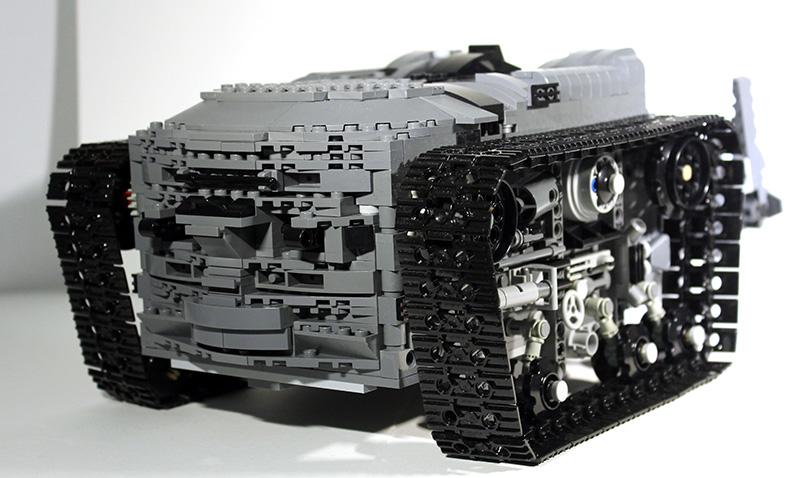 Bat-Tank_07.jpg